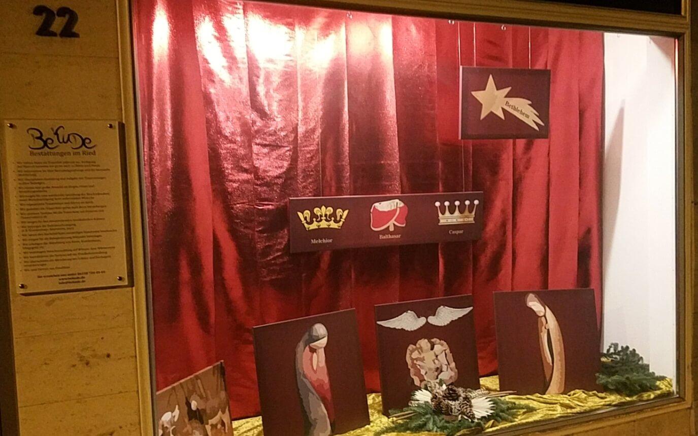 Fesselnde Schaufensterdekoration Beispiele Dekoration Von Weihnachtlich Dekoriertes Schaufenster