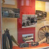 Fotos von Leichenwagen aus verschiedenen Epochen